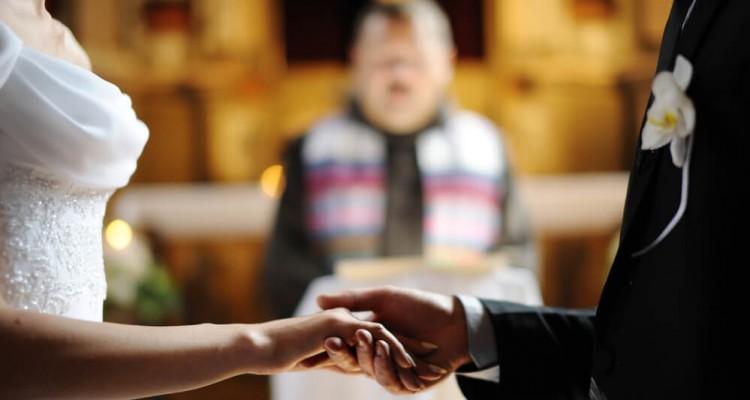 64264-pare-agora-e-aprenda-como-escolher-um-bom-projetor-para-igreja